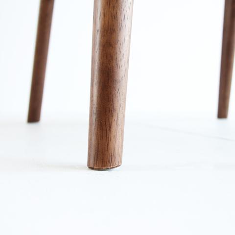 北欧スタイルの椅子の脚