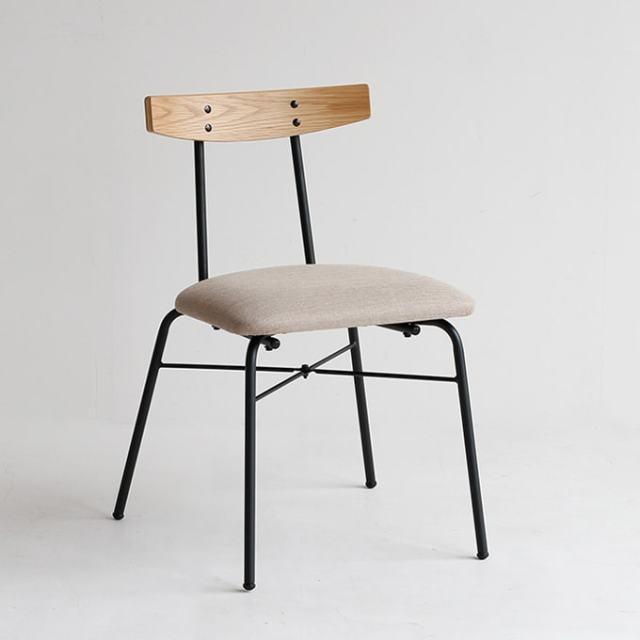 オーク材と鉄脚の椅子