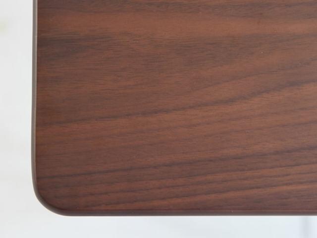 ウォルナット天然木使用のデスク天板