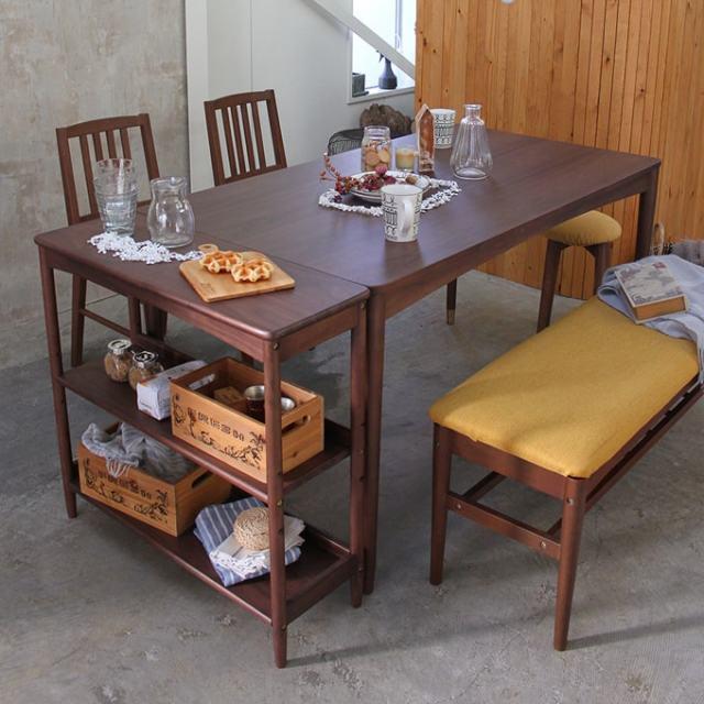 ダイニングテーブルとラックを並べて置ける
