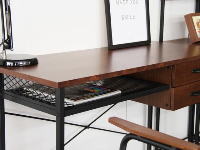 鉄脚と木天板のデスク 棚