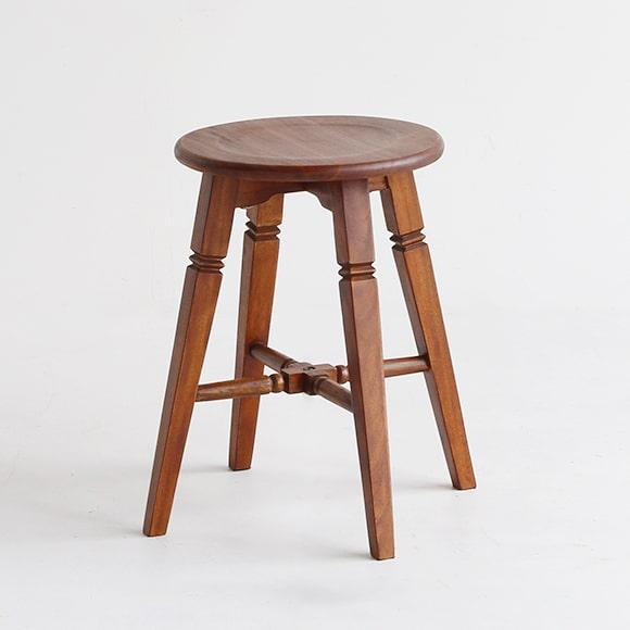 ノスタルジックな木製スツール