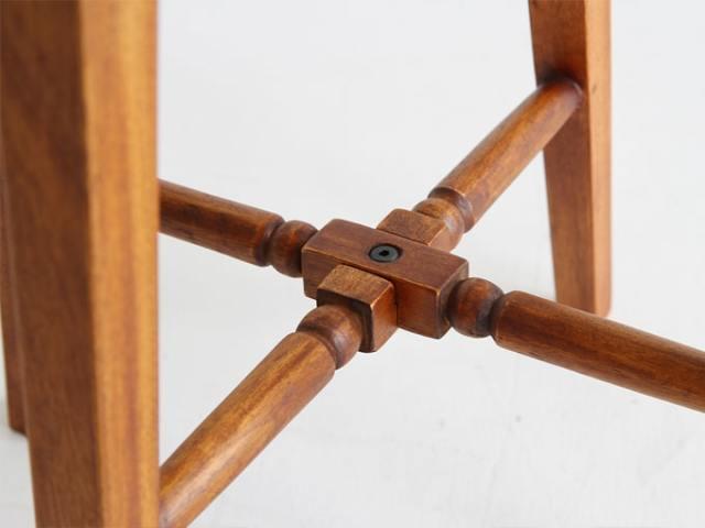 マホガニー製のスツール