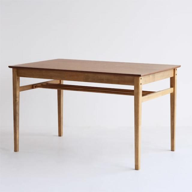 オーク材の小さめダイニングテーブル