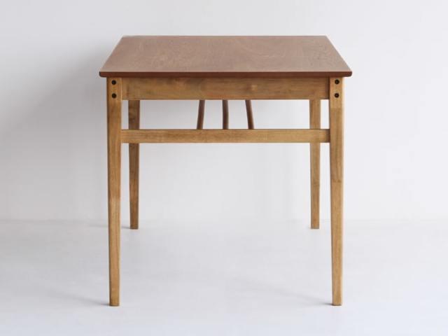ナチュラル木製ダイニングテーブル側面