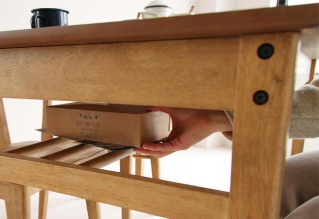 テーブル下の棚が便利