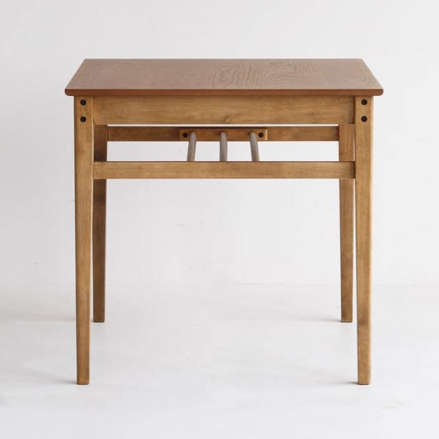 オーク材の小さいダイニングテーブル側面