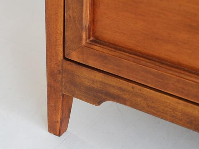 アンティークのような風合いの木製チェスト
