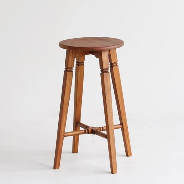 アンティークな木製ハイスツール