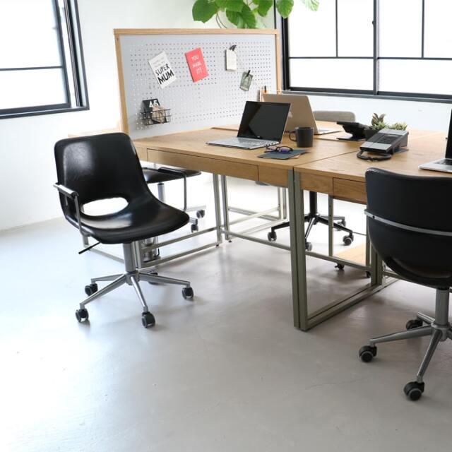 スタイリッシュな回転式オフィスチェア