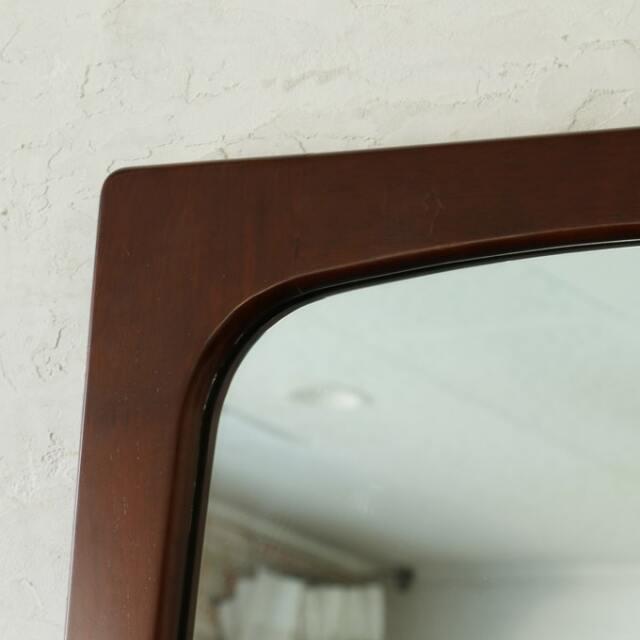 ミッドセンチュリーなデザインが木枠の鏡