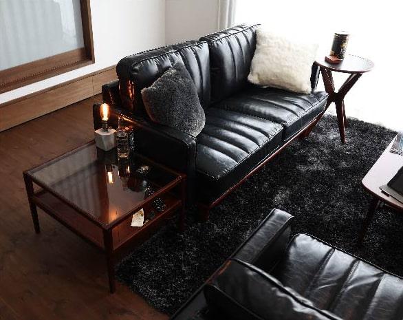 渋いヴィンテージスタイルの黒い2人掛けソファ