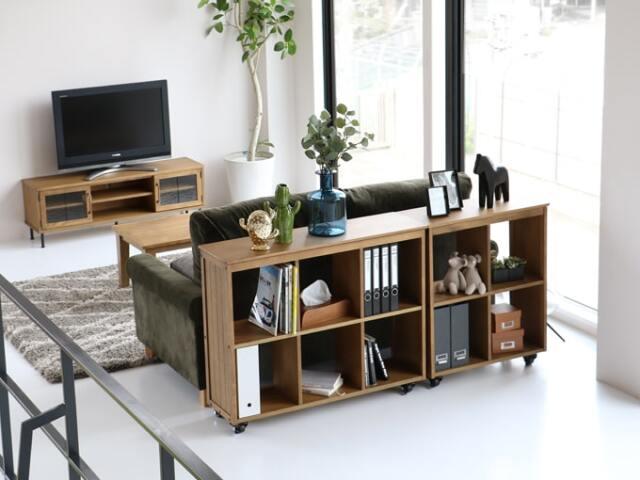 飾り棚にも収納にもなるシンプルなオープンシェルフ