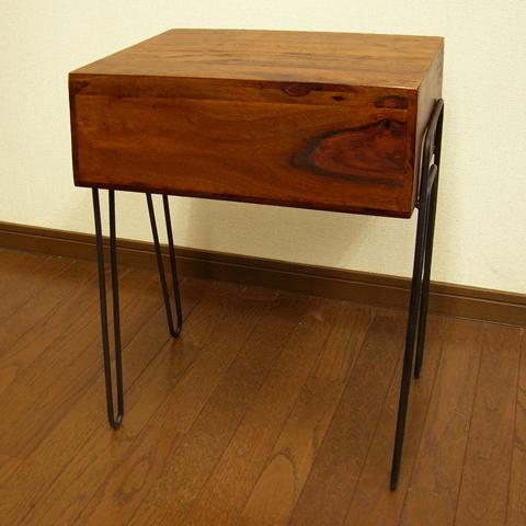 木製ナイトテーブル