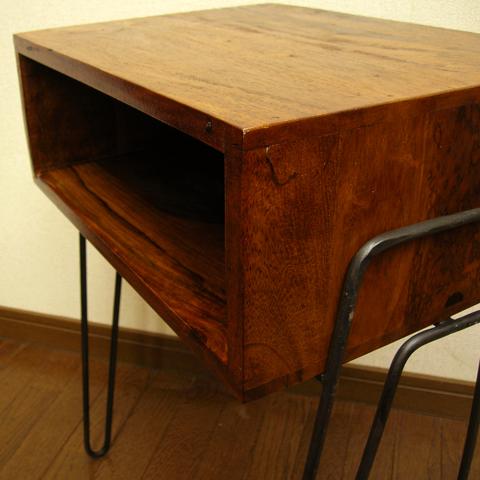 レトロな木製サイドテーブル