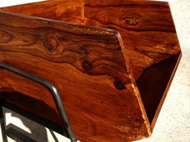 ヴィンテージ感のある木箱ラック