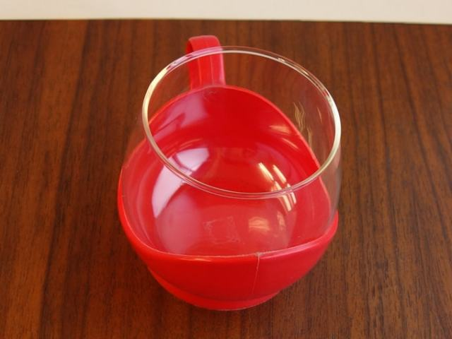 ビンテージMelitta製カップ 赤いホルダー付き