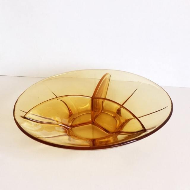 ビンテージのアンバーガラス仕切り皿