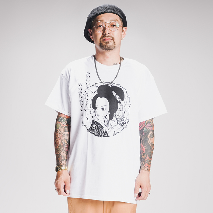 """RAT HOLE STUDIO × AMERICAN WANNABE Supported by PSYCHO WHEELS  「 """"Geisha"""" S/S TEE 」 プリント S/S Tシャツ"""