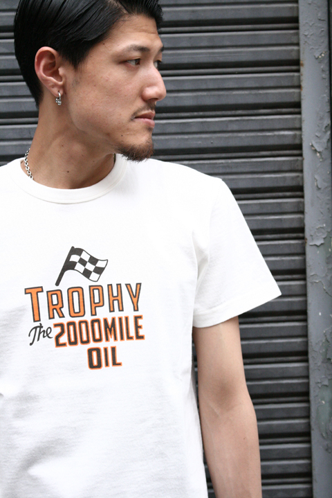 TROPHY CLOTHING/トロフィークロージング  「2000Mile Crew Tee」  プリントティーシャツ