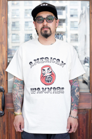 "RUM ART WORKS × AMERICAN WANNABE 「 Oriental  ""DARUMA"" S/S TEE 」  プリントS/Sティーシャツ"