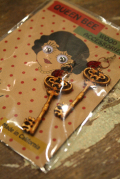 QUEEN BEE  「Q.B. EARRING KEY」  イヤリング