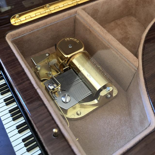 ピアノ 象嵌 30弁 オルフェウス サンキョー ムーブメント部分アップ