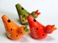 フェアトレードの小鳥のオカリナ オレンジ・レッド・グリーン