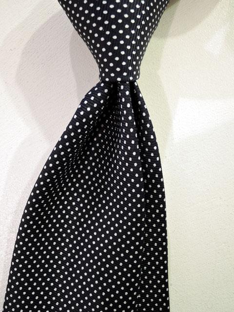 ドレイクス (Drake's) 【新作】 「定番50oz Printed Silk Tie」 50オンス・プリントシルクタイ 【NAVY DOTS】