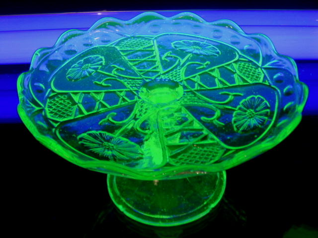 昭和レトロ プレスガラス ウランガラス グリーンコンポート 【AJ0105】