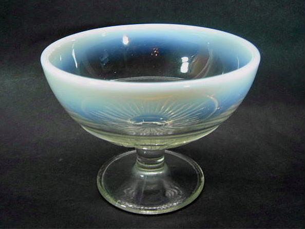 昭和レトロ プレスガラス 乳白氷コップ [AJ0961]