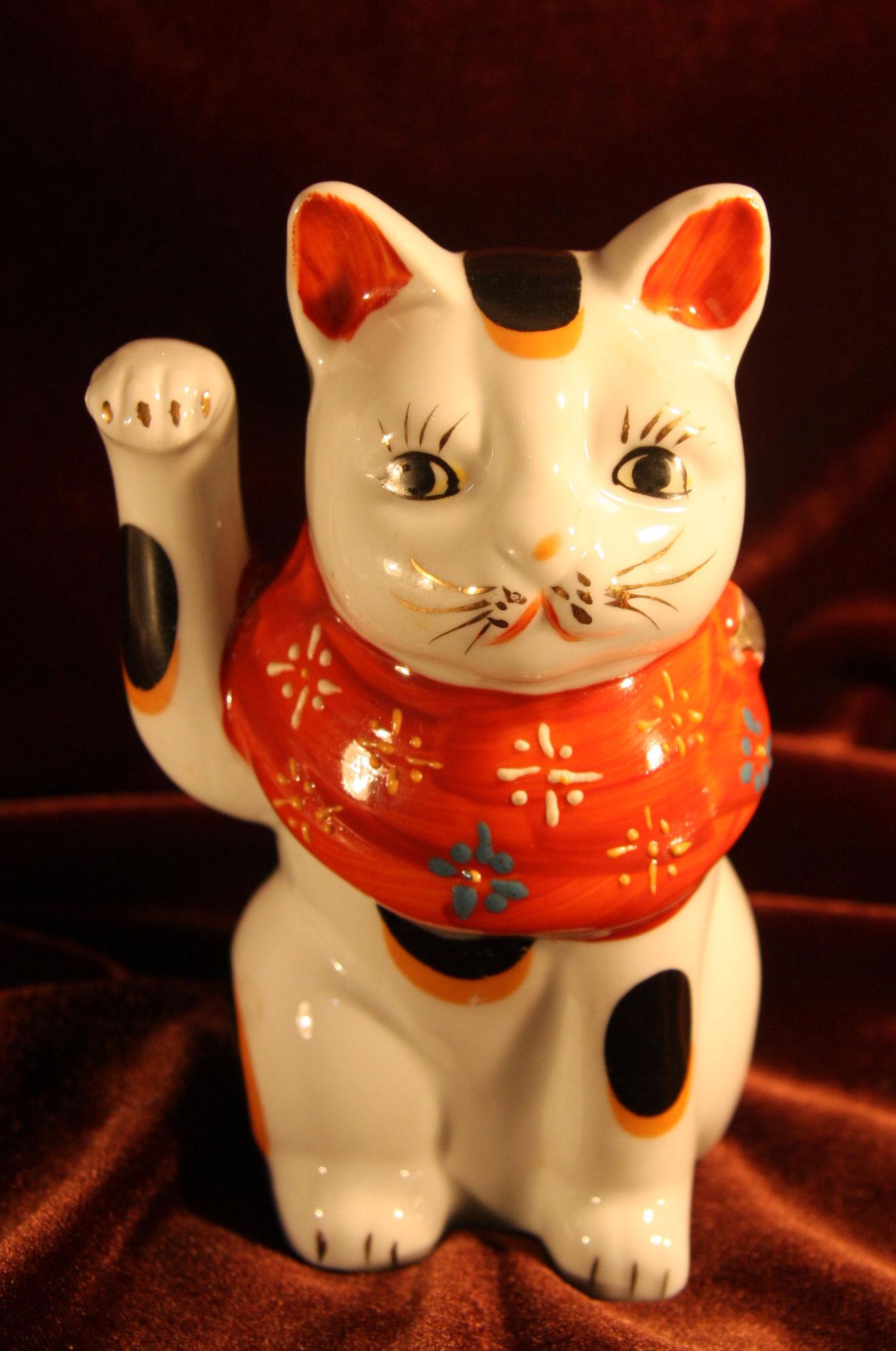 招き猫 陶器製 焼き物 【AJ1107】