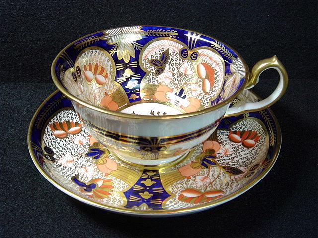 イギリスの名窯 ロイヤル・クラウン・ダービーの アンティーク カップ&ソーサー[AW0003]