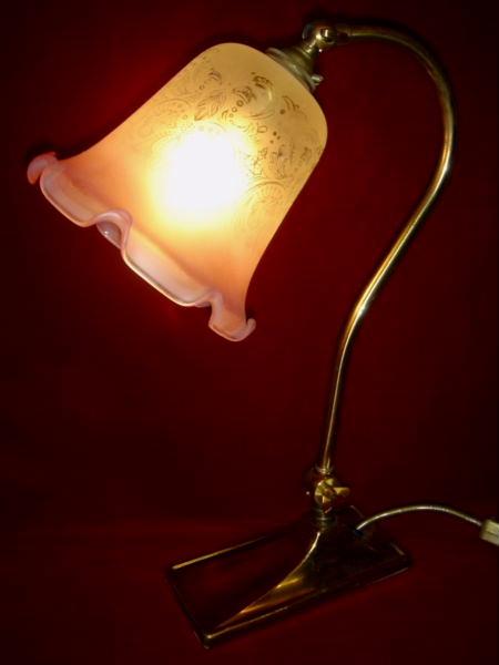 イギリス輸入ランプ ピンクのサテンガラス フリルシェード 真鍮製スタンド・テーブルランプ 【NW0014】