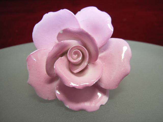 ヴィンテージ コスチュームジュエリー 陶器製の薔薇・ローズのブローチ 【NW0280】