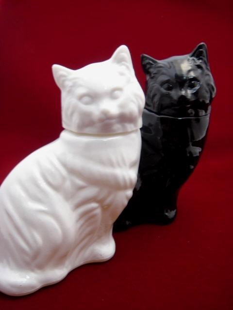 AVON ヴィンテージ 白ネコ・黒猫のパフューム・コロンボトル/香水ビン 【AW0939】
