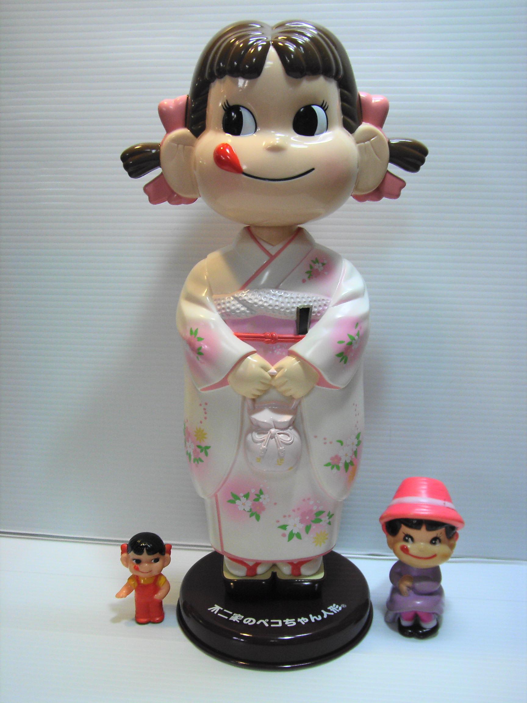 不二家☆着物 首ふりペコちゃん 人形 34.5cm ブリキ台 企業物 非売品 【TO2868】