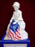 ヴィンテージ AVON アメリカ国旗を縫っている女性 コロンボトル・香水ビン 【AW1122】