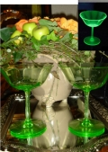 2客セット♪グリーンが綺麗な、ヴィンテージ ウランガラスのシャーベットグラス  【AWG0183】