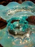 イギリス アンティーク ブルーオパールセント 3つ足のガラスボウル 【AWG0214】
