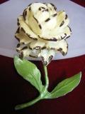 アメリカ ヴィンテージ コスチュームジュエリー セルロイド調の白いバラ・ローズブローチ 【NW0284】