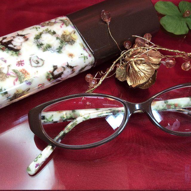 ダヤンの老眼鏡バルトBABYとケースの全体画像