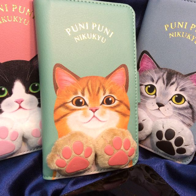 フェリシモ猫部の肉球付きスマホケースを3種類並べて置いた画像