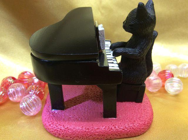 黒猫ピアノ