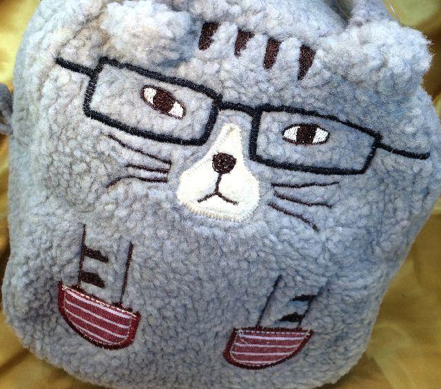 クスグルジャパンネコザワさんの丸いボア生地ハンドバッグのクローズアップ画像