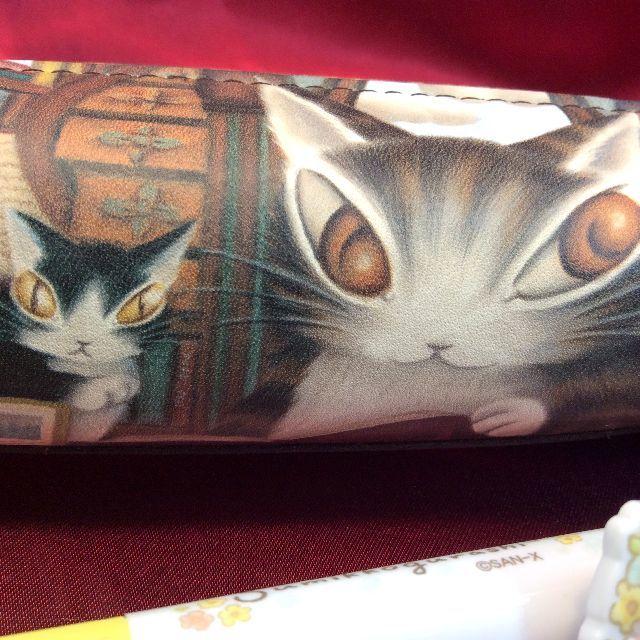 猫のダヤンの革製ペンケース「理想の図書館」のクローズアップ画像