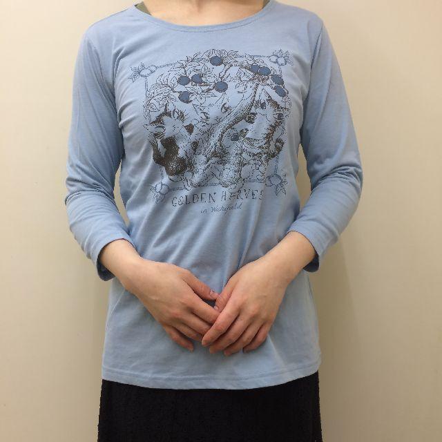 猫のダヤンのクルーネック7分袖Tシャツ「GOLDEN HARVEST」柄を着た画像