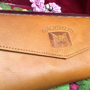 ダヤンの本革製ナチュラルクラッシックがま口長財布の全体画像