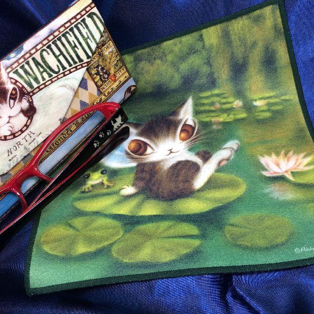 猫のダヤンの睡蓮柄のメガネ拭きの全体画像