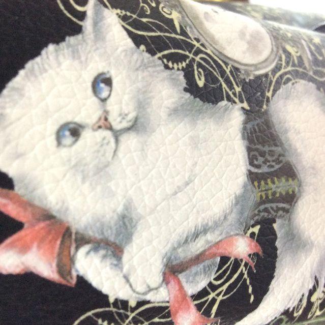 猫柄ボストンバッグの白猫部分のクローズアップ画像